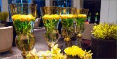 Hotel Arts Barcelona: Fresh flowers in the lobby
