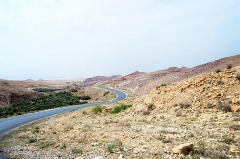 driving-in-the-desert-jordan-day-1-madaba-24