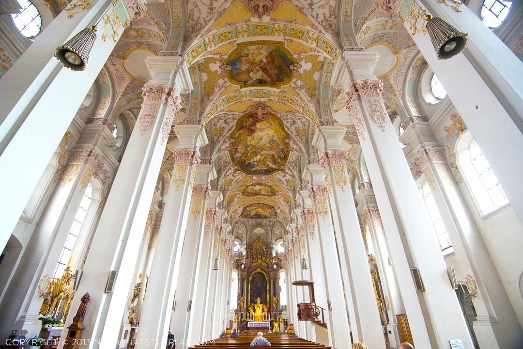 Blush pink, mint green, and lemon chiffon all over Die Pfarrkirche Sankt Peter